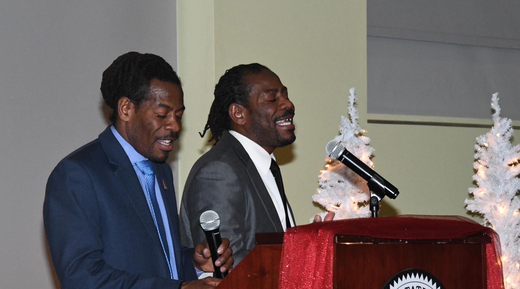 The Twin Poets -- University alumnus and Delaware Poet Laureates -- blessed the attending graduating seniors with some inspiring spoken words works.