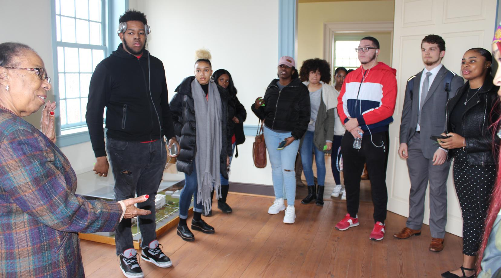 <p>Alumna Reba Hollingsworth, Class of 1949, tells students what life was like at Delaware State College in the 1940s.</p>