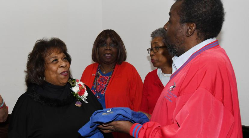 <p>Alumnus Albert Weal (r) presents University President Wilma Mishoe with an alumni shirt during a dinner gathering during the MEAC Tourney.</p>