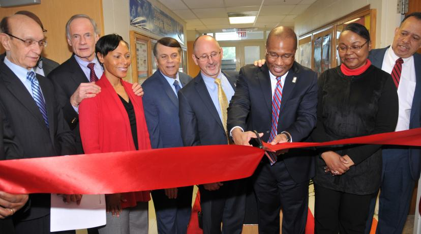 <p>(L-r) Del. Public Service Commissioner Mike Karia, Sen. Tom Carper, College of Math., Nat. Sci. & Tech. interim Dean Clytrice Watson, Mayor Robin Christiansen, Delmarva Power Regional President Gary Stockbridge, DSU President Harry Williams</p>